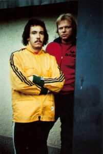Einst Kollegen bei RAPID, nun Gegner. Peter Barthold (links, RAPID) und Erwin Fuchsbichler im August 1977 in Linz (1 : 1). Foto: Erwin H. Aglas