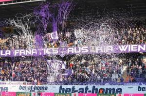 Wieder einmal aus dem Häuschen war die Osttribüne der Generali-Arena. Der Violette Anhang quasi ganz in seinem Element. Foto: GEPA