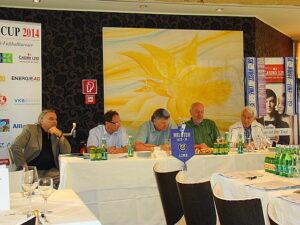 Von links: Casino Linz Generaldirektor Josef Kneifl, Casino Cup-Veranstalter Harald Kaiserseder, Ferdinand Milanovich, ORF-Moderator Wolfgang Bankowsky und Jürgen Kreuzer. Foto: oepb.at