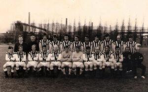 Dieses Team unter Trainer Alfred Günthner (Zweiter sitzend von rechts) zog anno 1969 los, um in Summe 24 Jahre der höchsten österreichischen Spielklasse anzugehören.Foto: © oepb