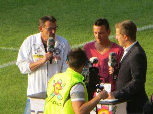 Kurt Jusits, WSC (links), sowie Hans Slunecko (Bildmitte) beim Interview-Talk vor dem Spiel.