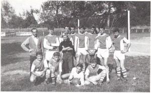 SV Donau-Jugend 1961: Ferdinand Milanovich als 15jähriger rechts hinten stehend (Vorletzter) neben Hans Orsolcis. Vorne links hockend: Willi Kreuz, Robert Sara und Walter Dannhauser.