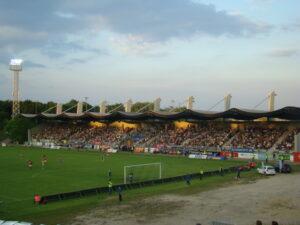 Die Haupttribüne war in den letzten 5 Jahren anhand er Ersten Liga-Teilnahme oftmals sehr gut besucht. Foto: oepb