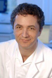 Prim. Univ.-Doz. Dr. Wolf Müllbacher arbeitet seit Jahrzehnten an der Erforschung der Hirnstimulation. Foto: khgh.at