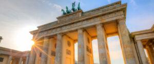 28 Jahre lag das Brandenburger Tor im Todesstreifen der geteilten Stadt und durfte weder von Ost-, noch von West-Berlinern betreten werden. Mit jenem 9. November 1989 rückte dieses Wahrzeichen von Berlin wieder vermehrt an die Bürger aus Ost und West heran. Foto: airberlin