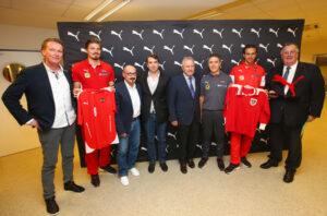 Gruppenfoto mit Teamchef Marcel Koller, sowie den Aktiven Sebastian Prödl  und Martin Harnik. Foto: GEPA