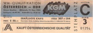 Im Sektor C und D am 3. Rang des Wiener Praterstadions versammelten sich damals die Hardcore-Fans von AUSTRIA, RAPID und anderen Fan-Gruppen aus den Bundesländern, um die Nationalmannschaft einträchtig und lautstark zu unterstützen. Sammlung: oepb