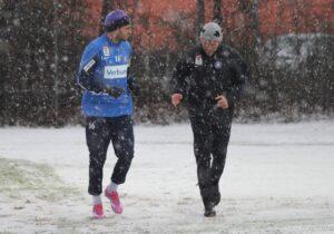 Den Trainingsauftakt am 5. Jänner 2014 machte Omer Damari (links mit FAK-Athletik-Trainer Dr. Martin Mayer) noch mit, ehe wenige Tage später sein Wechsel zu Leipzig bekannt wurde. Foto: FAK