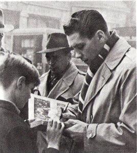 Ocwirk´s Autogramme waren begehrt bei der begeisterten Sport-Jugend. Foto: privat