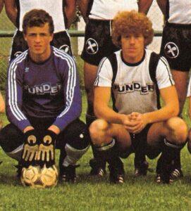 Wo alles begann: Franz (links) und sein älterer Bruder Mario im Dress des SV St. Veit an der Glan des Jahres 1980/81. Foto: Archiv oepb