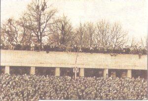 33.000 Zuschauer bevölkerten 1962 die Linzer Gugl. So viele wie nie mehr wieder bei einem Fußball-Match in der Geschichte des Linzer Stadions. Foto: Sammlung oepb.at