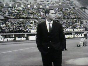 Im Wiener Stadion im feinen Zwirn am Spielfeldrand als Trainer der Wiener Austria. Ernst Ocwirk hätte auch als Dressman eine gute Figur abgegeben. Foto: privat
