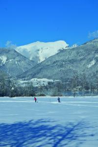 Die Loipen um den Wolfgangsee erstrahlen nach den jüngsten Schneefällen und rechtzeitig zu den Semesterferien bestens präpariert in voller Pracht. Foto: WTG
