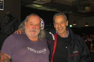 Wudle (links) und Gerhard Steinkogler. Wenn ehemalige Spielergrößen auf den Erz-Violetten treffen, dann rennt der Schmäh. Foto: oepb.at