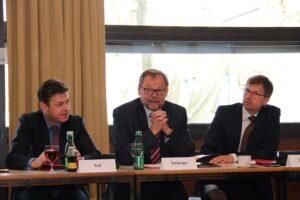 V.l.: Jochen Ruß, Josef Stockinger und Ulrich Mündlein. Foto: Institut für Versicherungs-Wirtschaft