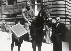 1945. Rückkehr aus dem Konzentrationslager, noch in KZ-Uniform. Foto: Wilhelm Obransky