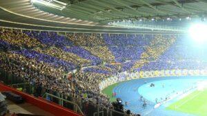 Derzeit leider ein frommer Wunsch, aber dennoch toll, dass es vor kurzem noch so war: ein bummvolles Wiener Prater-Stadion bei einem Europapokalspiel der Wiener Austria. Foto: oepb.at