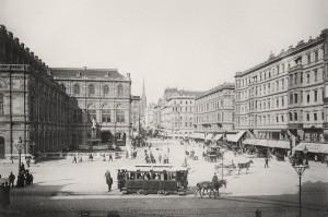 Blick um 1890 von der Ringstraße in Richtung Kärntner Straße mit dem Stephansdom im Hintergrund. Links die Oper. Foto: ÖNB