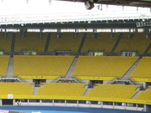 Ungewöhnlich, aber wahr: ein leerer Gäste-Block beim Wiener Derby. Foto: oepb.at