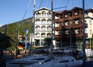 Von sämtlichen Turmsuiten aus genießen die Gäste die großartige Aussicht über den See und die beeindruckende Bergkulisse. Foto: Romantik Hotel Seefischer