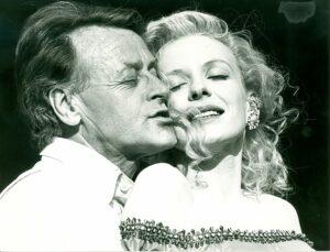 Helmuth Lohner im Jedermann der Salzburger Festspiele anno 1990. An seiner Seite: Sunnyi Melles. Foto: Archiv der Salzburger Festspiele/Foto Weber