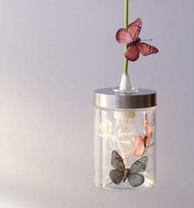 Aus dem Inhalt: Dosen-Lampe mit Schmetterlingen versehen.