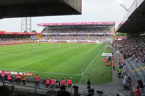 Gut 8.000 Zuschauern pilgerten gestern zum Saisonauftakt zur Wiener Austria. Mit den bisher gezeigten Leistungen sollte dieser Schnitt künftighin höher ausfallen. Foto: oepb