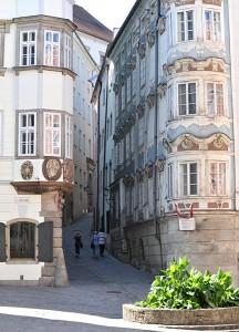 In der historischen Linzer Altstadt vereinen sich zahlreiche jahrhundertealte Einflüsse. Besondere Sehenswürdigkeiten sind die herrlichen barocken Fassaden der Häuser. Foto: API/Magistrat Linz