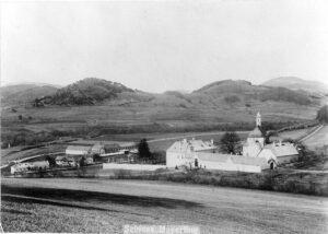 Schloss Mayerling im Wienerwald, in dem am 30. Jänner 1889 Kronprinz Rudolf und Baronesse Mary Vetsera unter bis heute ungeklärten Umständen Selbstmord begingen. Foto: ÖNB