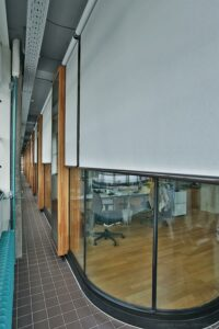 Doppelte Fassaden ermöglichen zeitgemäßen Arbeitskomfort bei unveränderter Außenansicht. Foto: VALETTA