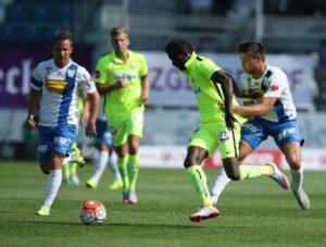 Mit einem Mann weniger zwei Tore aufgeholt: Die Moral beim FK Austria Wien (ganz in Gelb) stimmte gestern Nachmittag. Foto: GEPA