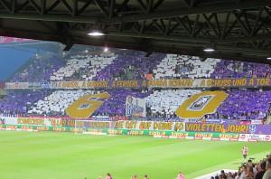 Während die Einen ihre violette Ikone Herbert Prohaska aufleben ließen, ... Foto: oepb