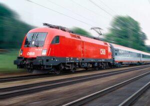 Der Anhalteweg eines mit 130 km/h heranbrausenden Zuges kann 1 Kilometer und mehr andauern und ist auf jeden Fall für jedwedes Lebewesen auf den Bahngeleisen stehend tödlich. Foto: ÖBB