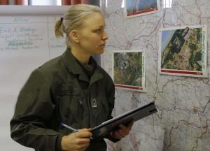 Wachtmeister Andrea Büssnschütt in der Leitzentrale des Militärkommando OÖ. Zivil ist sie Business Controllerin in einem weltweit agierenden Unternehmen. Foto: Bundesheer / Mickla