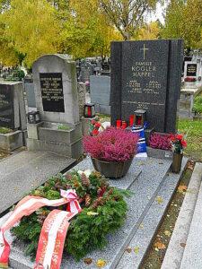 Am Friedhof Wien-Hernals, Leopold Kunschak-Platz 7, liegt Ernst Happel in einem Ehrengrab der Gemeinde Wien. Gruppe 1 / Nummer 238. Foto: oepb.at