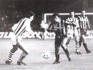Alessandro Altobelli (am Ball) machte in Linz gegen Siegfried Paseka (links) keinen Stich. Rechts hinten: Hans Gröss sowie Guiseppe Bergomi. Foto: privat