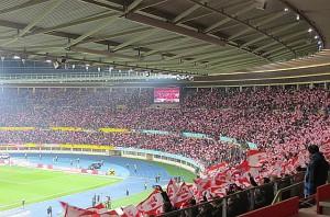 ... und ein ganzes Stadion über 90 Minuten lang komplett Kopf steht. Alle Fotos: oepb
