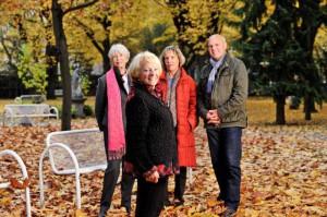 Gerti Münster und ein Teil des Teams der Ehrenamtlichen der Palliativstation. Foto: khgh.at