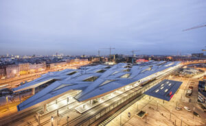 Ein imposantes Bild gibt nach wie vor die Vogel-Perspektive des Wiener Hauptbahnhofs ab. Das Areal wurde gegenüber dem alten Südbahnhof halbiert. Foto: Renée Del Missier www.reneedelmissier.com
