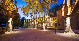 Blick auf das Hotel Moulin de Vernègues im Herzen der Provence. Foto: Hotel Moulin de Vernègues