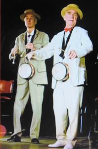 """""""Man kann Silvester kaum schöner verbringen, als mit Karlheinz Hackl (links, †) im Burgtheater ins neue Jahr zu spielen!"""", so ein Marecek-Zitat. Man muss dem Autor beipflichten - das alte Jahr könnte schöner nicht enden, das neue nicht lustiger beginnen, als der optischen Präsenz dieser beiden Ausnahmekönner des österreichischen Kabaretts beiwohnen zu dürfen. Foto: oepb"""