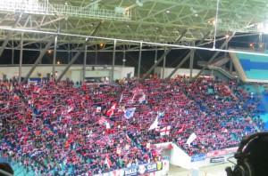 Wenn man die Geschichte des Leipziger Traditions-Fußballs kennt - hier der Heimblock von Red Bull - ist es umso erstaunlicher, ...