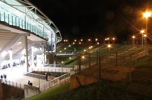 ... um andererseits auf den einstigen Stufen hinab direkt hinein in die neue Arena zu gelangen. Architektonisch und optisch stellt das Ganze ein wahres Meisterstück dar. Beide Fotos oepb