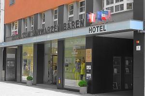 """Das Hotel """"Zum schwarzen Bären"""" in der Linzer Herrenstraße Anno 2013. Foto: oepb"""