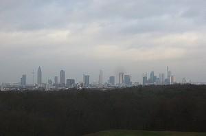 Innerhalb des Stadions verfügt man über einen herrlichen Blick auf die Sklyline von Frankfurt. Foto: oepb