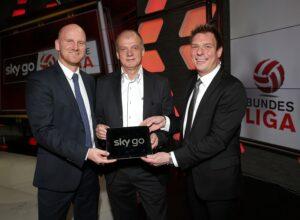 V.l.: Bundesliga-Vorstand Christian Ebenauer, Erwin Fuchs, Vorsitzender der Sky Go Ersten Liga, sowie Walter Fink, Director Marketing Sky Österreich. Foto: GEPA