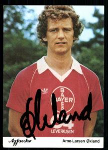 Arne Larsen Ökland / Bayer 04 Leverkusen Autogrammkarte der Saison 1981/82. Sammlung: oepb