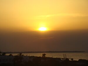Auf der tunesischen Insel Djerba verschwindet die Sonne abends am östlichen Horizont. Foto: oepb
