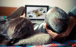 ... mit der virtuellen Tour auf und durch das künftige Eigenheim an. Foto: Roomle GmbH