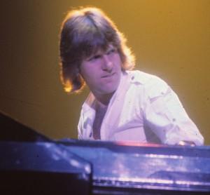 Keith Emerson performing in den 1970er Jahren. Bild: Carl Lender